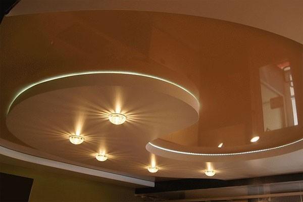 Красивый потолок из гипсокартона для зала